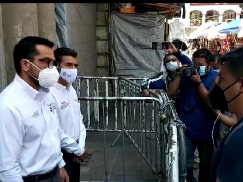 Marchan estudiantes normalistas de Oaxaca; entregaron pliego petitorio
