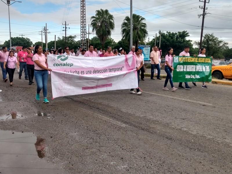 Marchan por día internacional de cáncer de mama