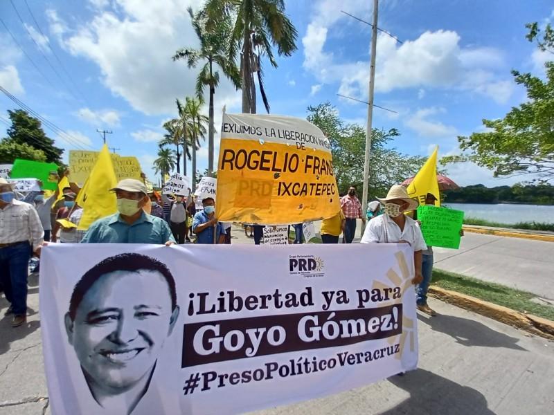 Marchan por libertad de perredistas en Tuxpan