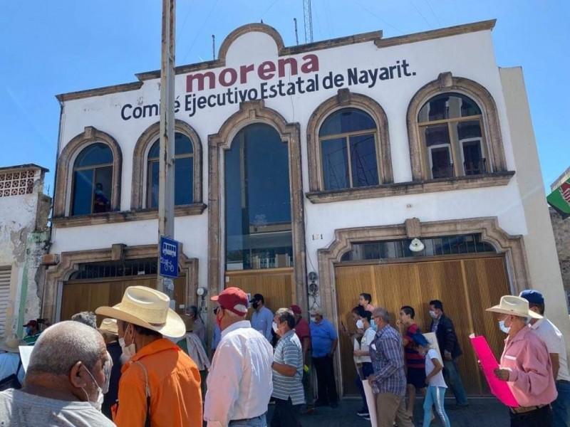 Marchan simpatizantes de MORENA, denuncian imposición de candidatos