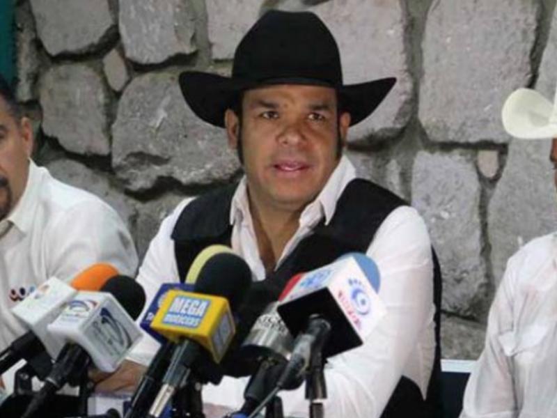 Marco Flores se disculpa por aglomeración en entrega de despensas