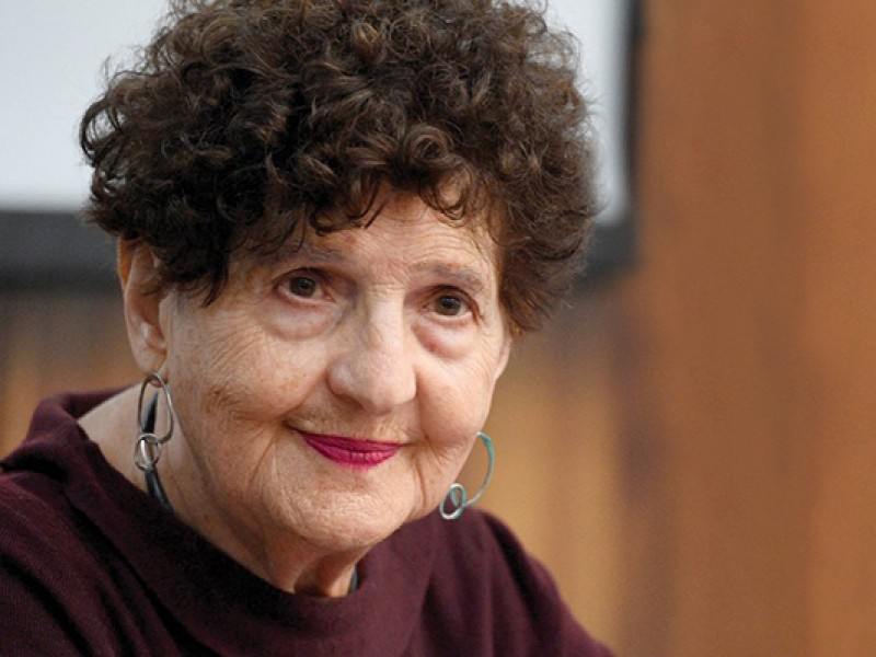 Margo Glantz renuncia a dirigir el FCE