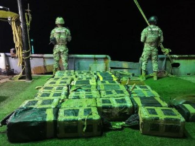 Marina asegura más de una tonelada de presunta cocaína