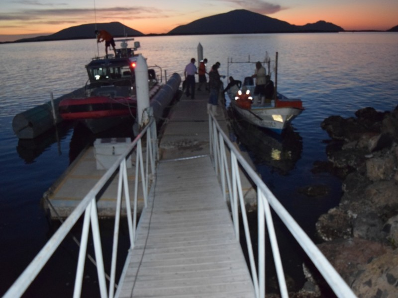 MARINA rescata a 5 personas en Bahía de Lechuguilla, Ahome