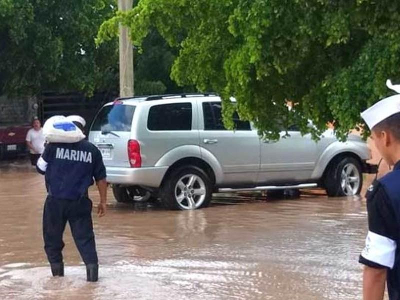 Marina traslada ayuda para afectados en Sinaloa