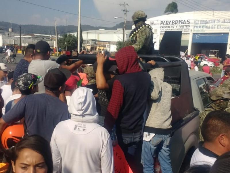 Marinos disparan para dispersar manifestación en Guzmán