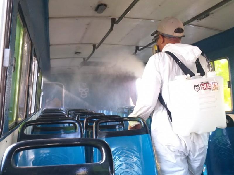 Más de 12 mil pesos invierten transportistas para desinfectar unidades