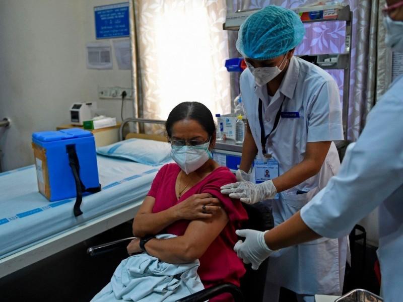 Más de 2 mil personas recibieron vacunas falsas Covid-19, India