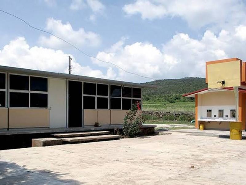 Más de 30 escuelas han cerrado por contagios Covid