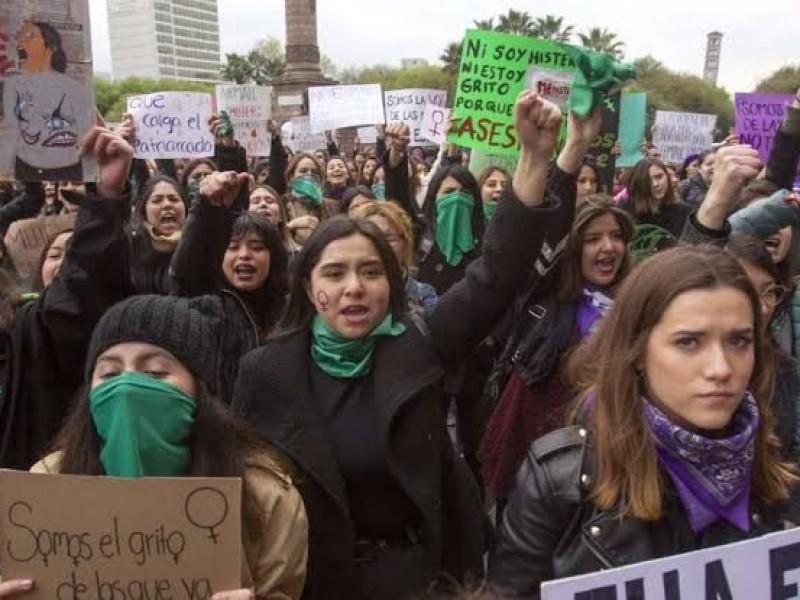 Más de 30 mil personas en la marcha feminista