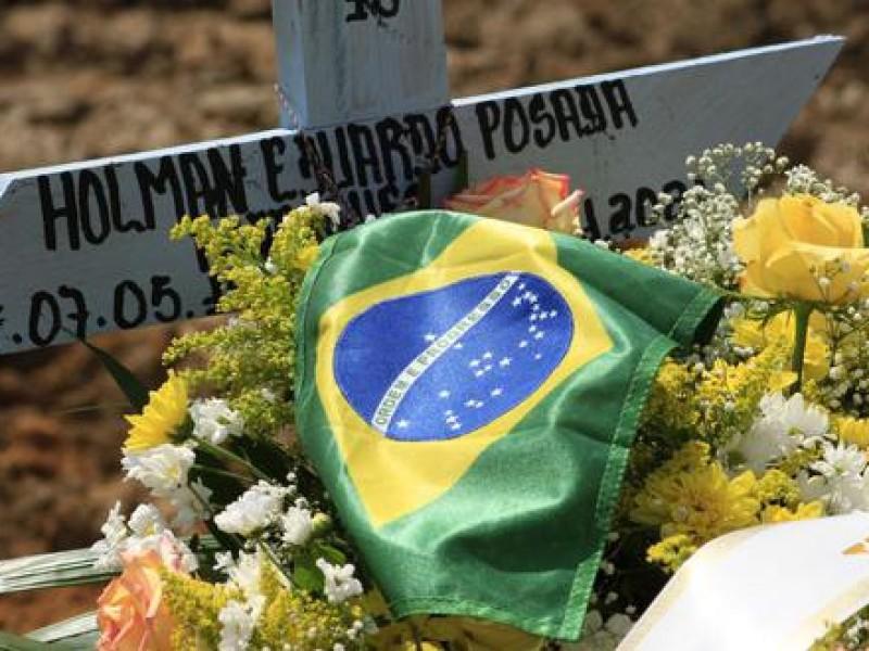 Más de 574 mil brasileños han muerto por Covid-19