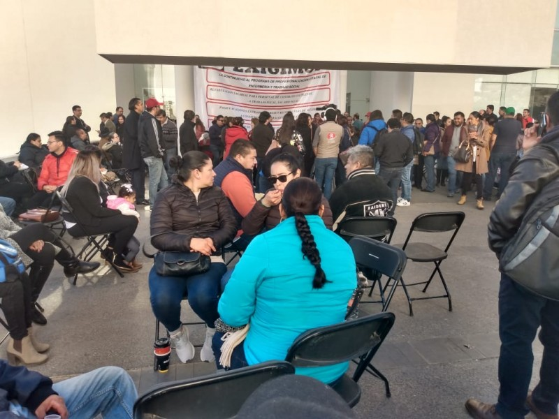 Más de 600 trabajadores tomaron Secretaría de Salud