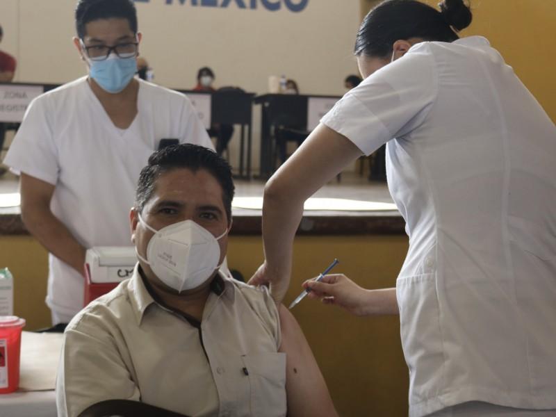 Más de 8,000 vacunados en primera jornada de personal educativo