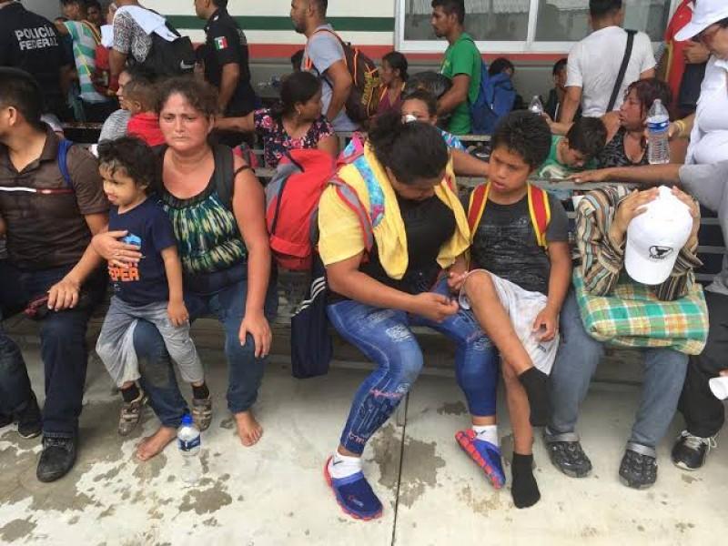 Más de mil niños viajan en caravana migrante