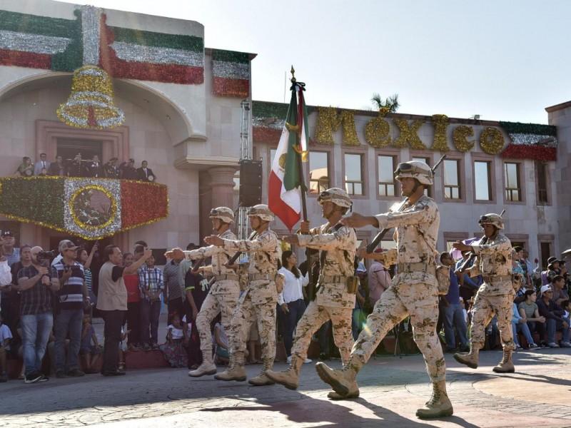 Más de mil personas desfilan en Cajeme
