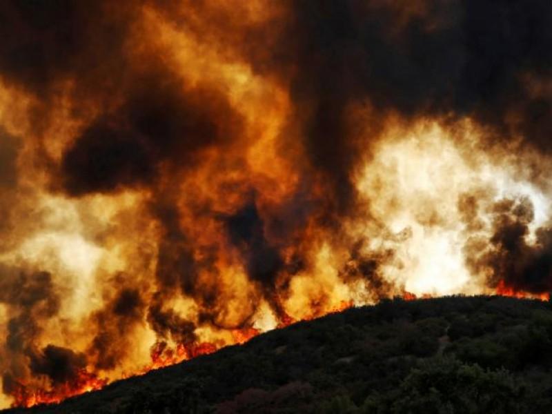 Más de una docena de incendios afectan California
