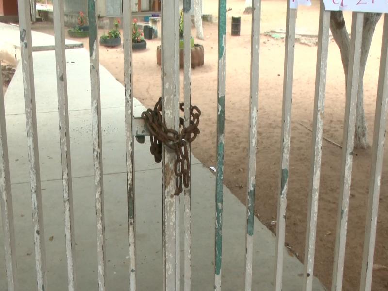 Más escuelas tomadas por escasez de agua