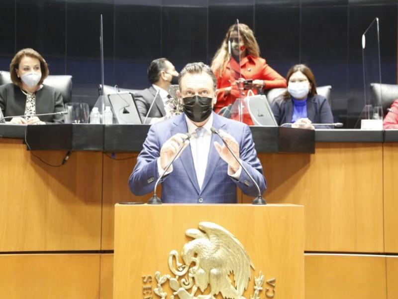 Mauricio Kuri pide licencia en el Senado