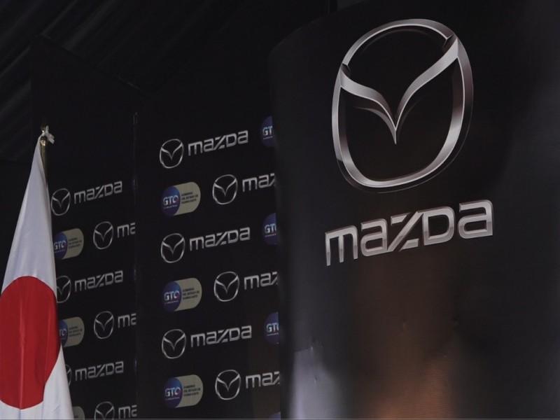 Mazda suspende labores; pagará salarios al 50%