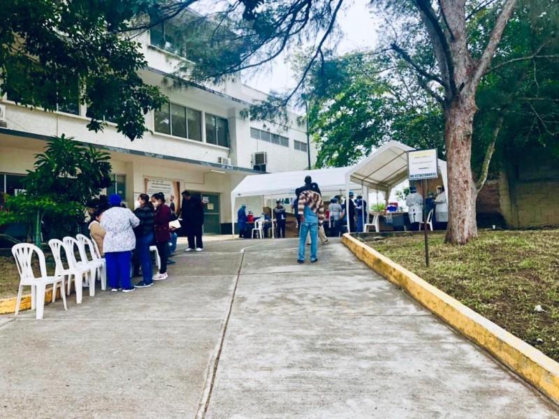 Médicos reciben segunda dosis de inmunización