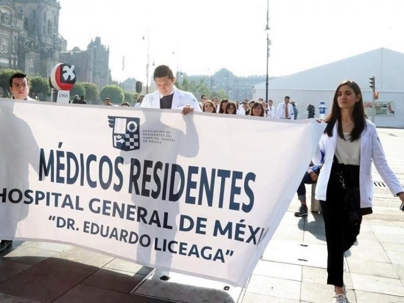 Médicos residentes llegan a la Secretaría de Salud