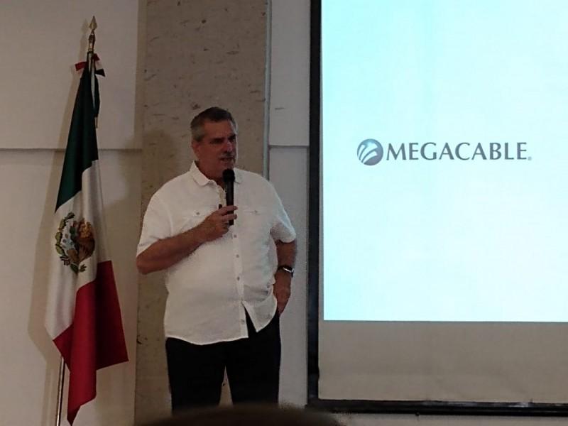 Megacable comparte su historia de éxito a jóvenes