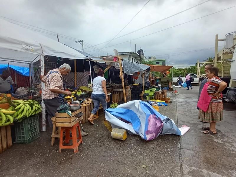 Mercados de Tuxpan registraron pérdida de mercancía por huracán