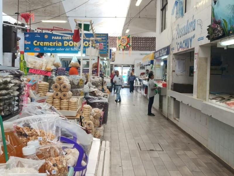 Mercados municipales lucen desolados ante covid-19