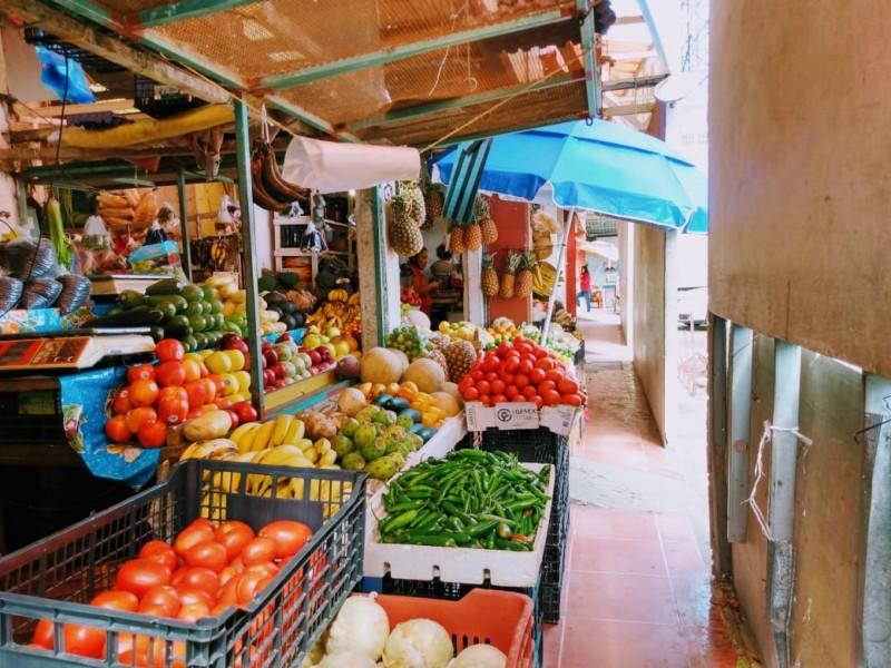 Mercados municipales reportan bajas ventas pese a la temporada