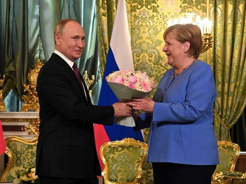 Merkel pide a Vladimir Putin que libere a Alexéi Navalni