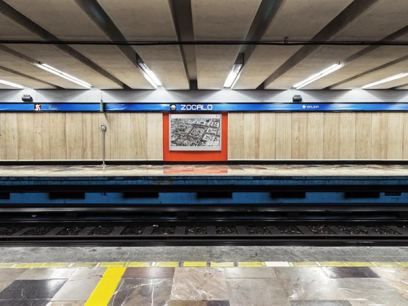 Metro cierra estación Zócalo por marcha