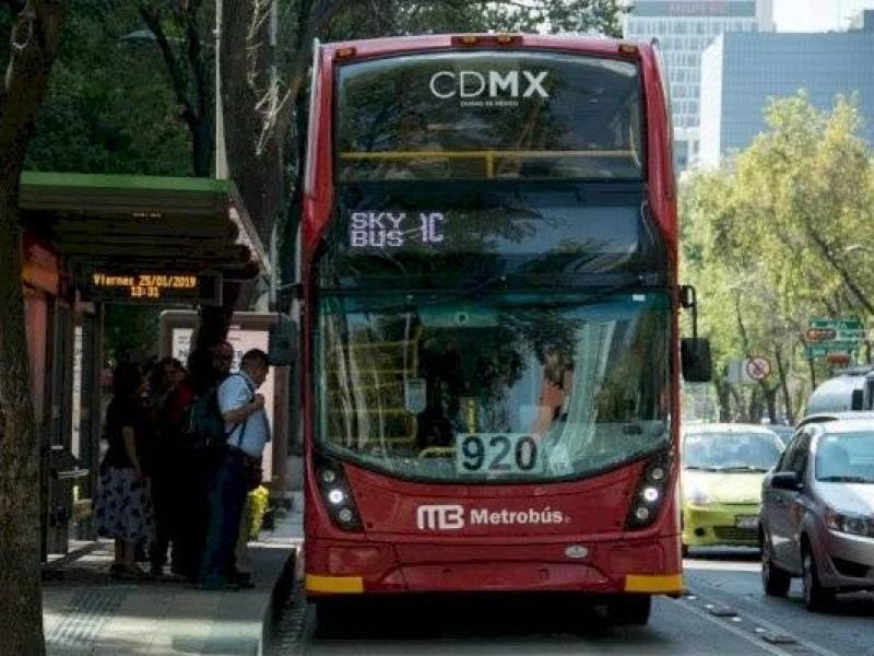 Metrobús interrumpirá servicio por desfile navideño