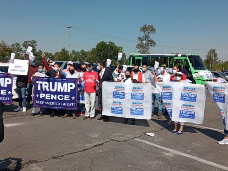 (VIDEO) Mexicanos organizan caravana a favor de Trump