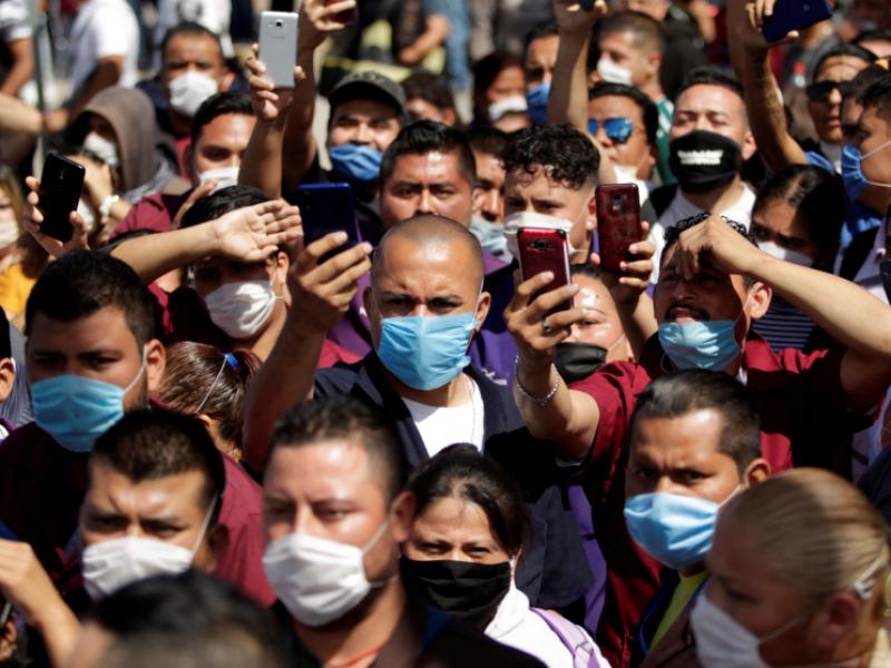 México confirma 165 muertes más por COVID, llega a 99,026