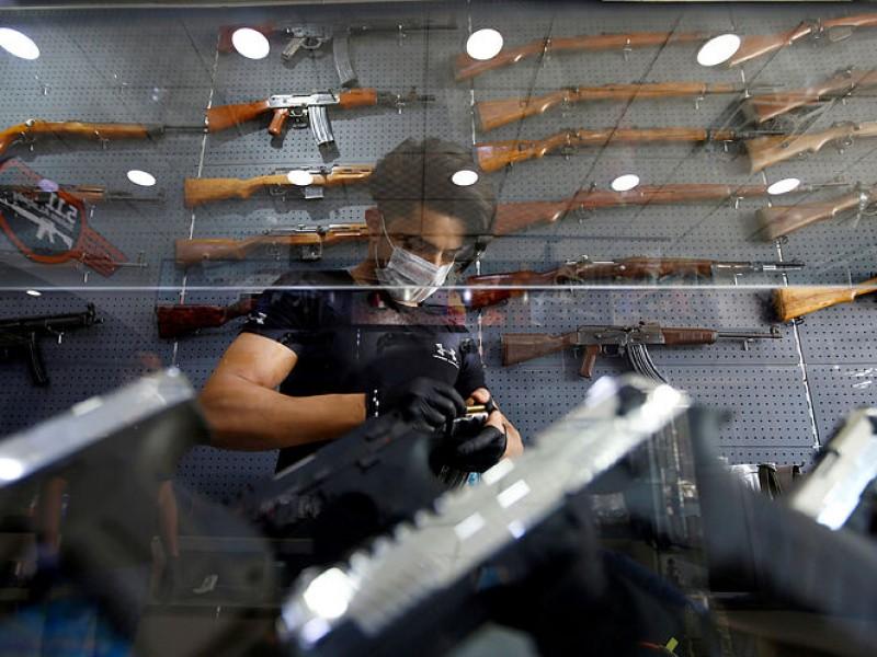 México demanda a fabricantes de armas estadounidenses por tráfico ilegal