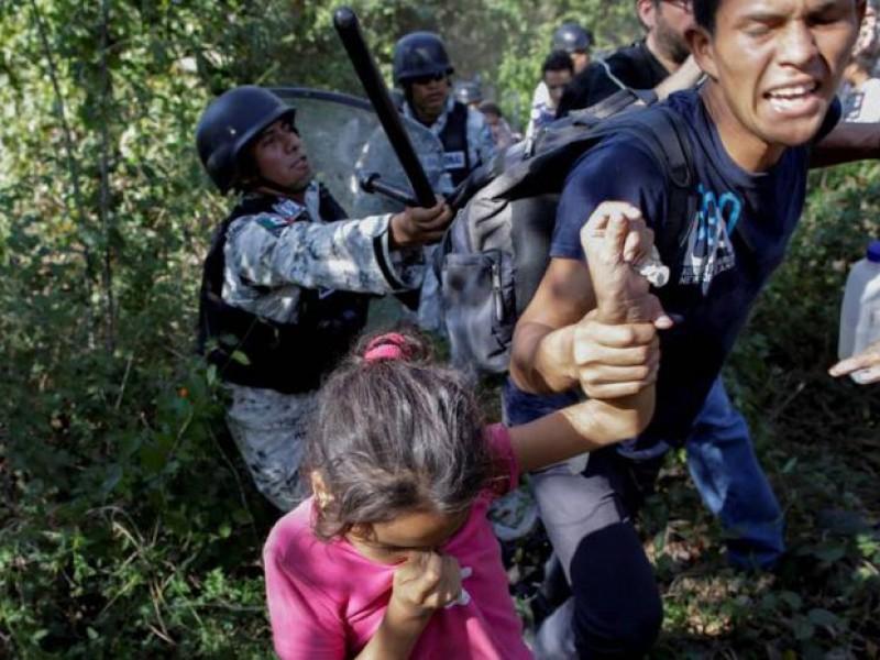 México despliega feroz operativo para frenar caravana migrante en Chiapas