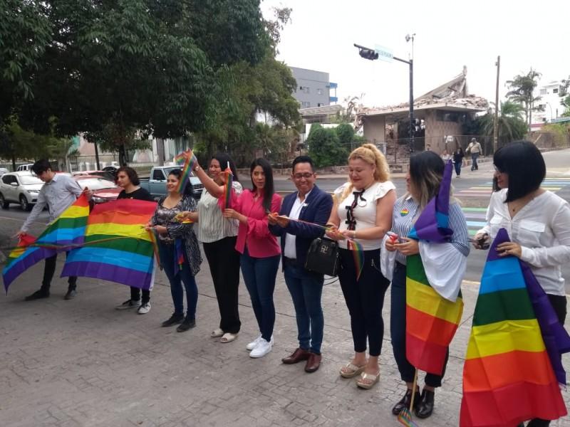 Inauguran cruce peatonal de la Diversidad: LGBT