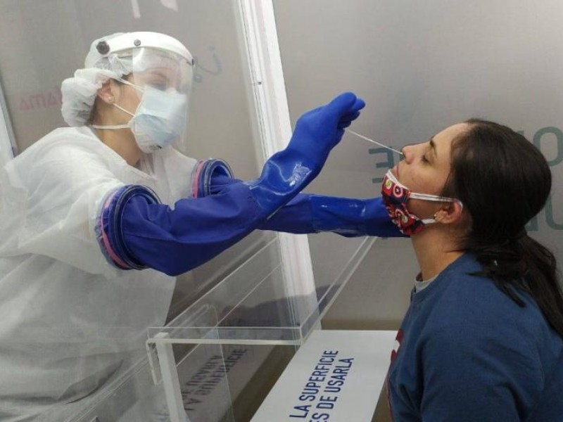 México rebasa los 900,000 contagios de COVID-19