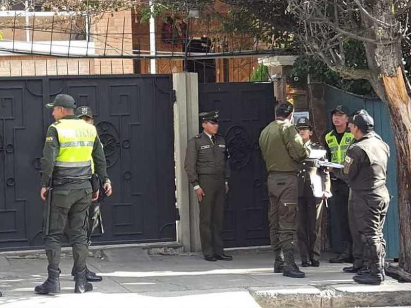 "México reiteró denuncias por ""asedio policial"" en embajada"