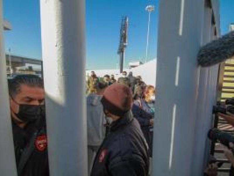 México y Estados Unidos cierran frontera a viajes no esenciales