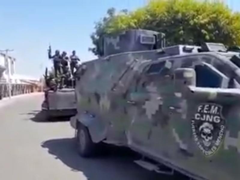 Miembros del CJNG circulan con vehículo perteneciente a Los Viagra