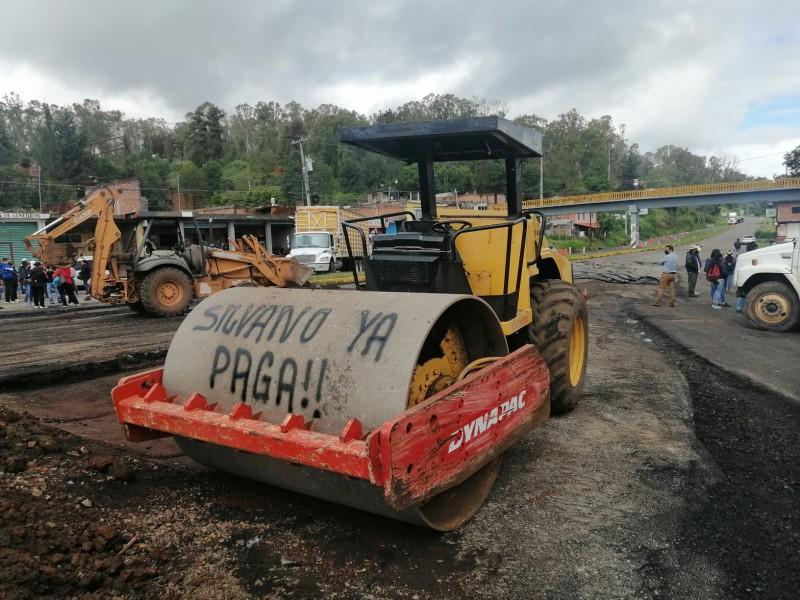 Miércoles, entre bloqueos y quema de camiones en Michoacán