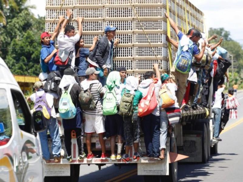 Migrantes centroamericanos salen de Tapachula