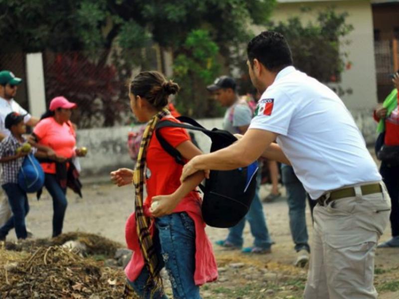 Detienen a migrantes en su ingreso a Chiapas