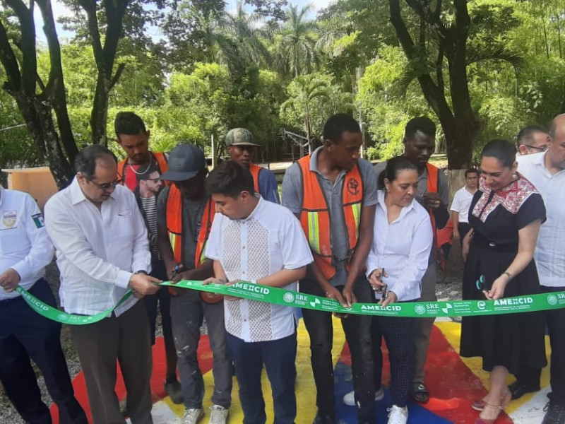 Migrantes participan en rehabilitación de espacios públicos