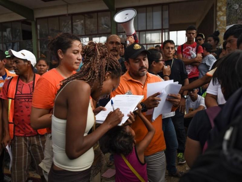 Migrantes reciben oficios de salida en Tapachula