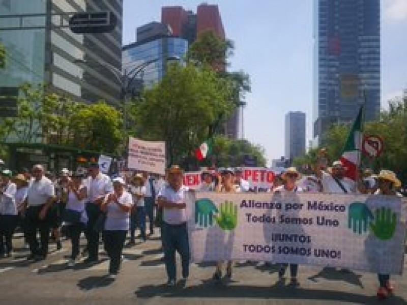 Miles marchan contra Amlo