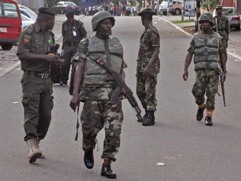 Militares 'rapan' a chavos con rastas