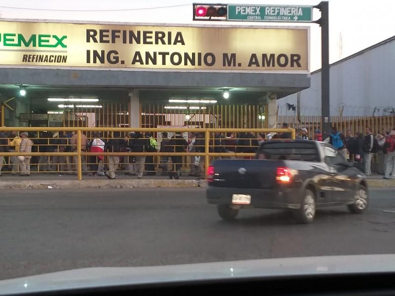 Militares revisan acceso de trabajadores a Refinería