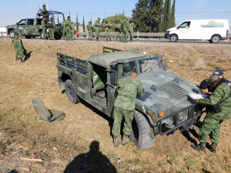 Militares sufren fuerte accidente en la 57
